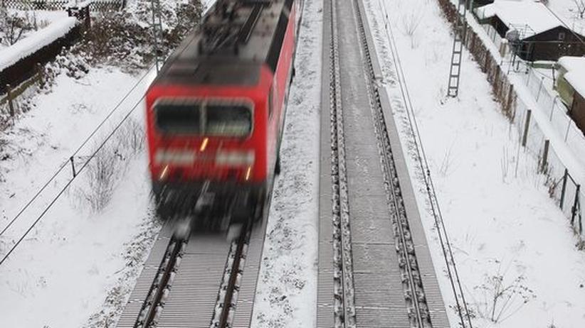 Deutsche Bahn: Die Bahn macht mobil, wie auch auf diesem Bild im Januar 2010 in Berlin.