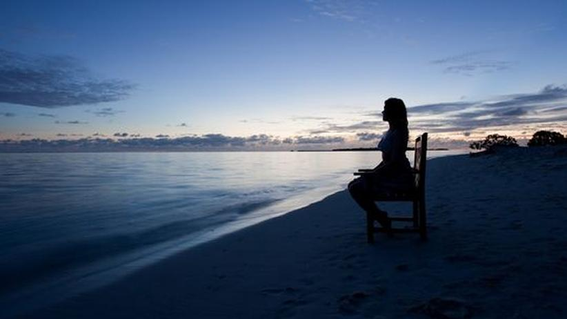 Wenn die Spas geschlossen haben, sitzt es sich auch am Strand gut.