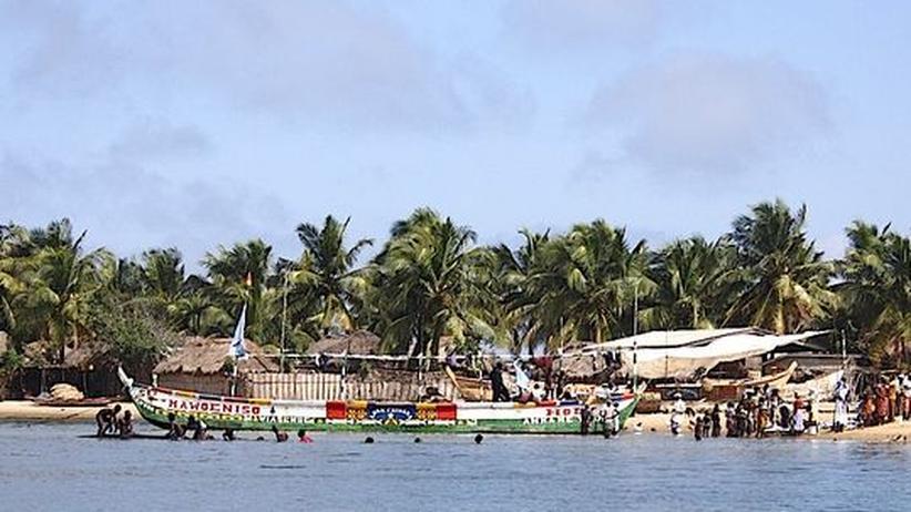 Ghana: Wo das Meer Tonnen von Müll ins Paradies schwemmt