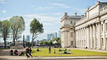 Beim Picknick vor dem Old Royal Naval College in Greenwich ruht sich London aus.