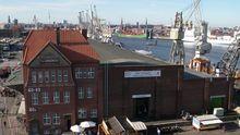 Durch das Hafenmuseum Hamburg führen ehemalige Hafenarbeiter.