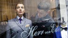 Das Modehaus Herr von Eden im Karolinenviertel: Bent Angelo (im Bild) schneidert Anzüge, die Pop und Tradition verbinden.