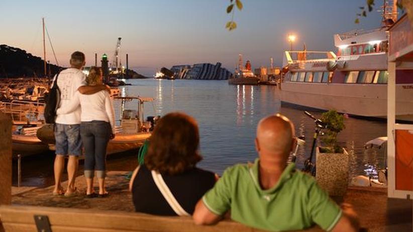 """Giglio: Wracktourismus zur """"Costa Concordia"""""""