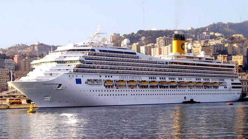 """Die """"Costa Fortuna"""" im Hafen von Genua"""