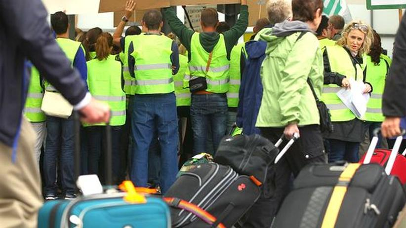 Tarifkonflikt: Lufthansa-Streiks ausgesetzt, Schlichtung vereinbart
