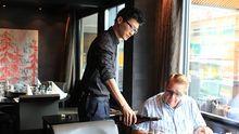 Yan Fei studiert in der Schweiz. Er will Hotelmanager werden.