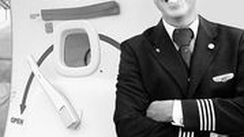 Cliff Muskiet arbeitet als Flugbegleiter für die niederländische KLM.