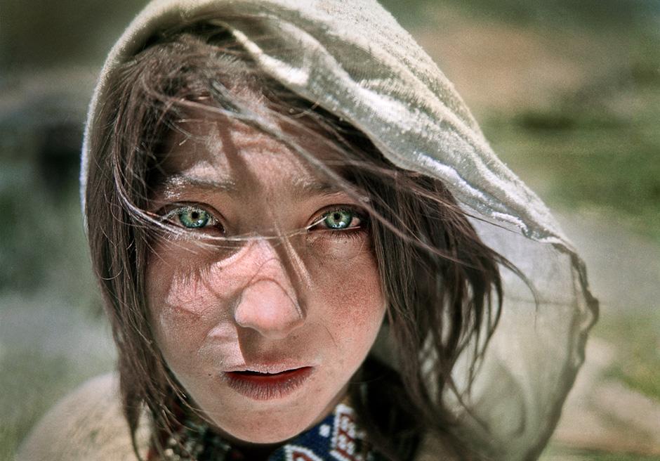 Azra, eine junge Hirtin im Wakhan-Korridor, einem Landstrich im äußersten Nordosten Afghanistans