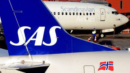 Ein Flugzeug der von der Insolvenz bedrohten skandinavischen Fluggesellschaft SAS