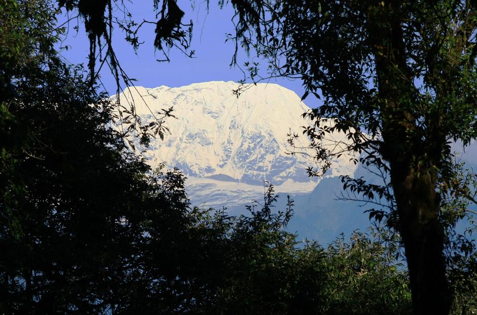 Blick zum 7.321 Meter hohen Chamlang, einem der Hauptgipfel des Mahalangur Himal. Der Berg liegt in der Nähe des Makalu.