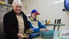 Cesare Benelli, Patron des Ristorante Al Covo, beim Fischhändler