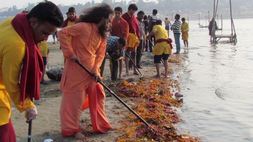 Kumbh Mela: Reinigendes Bad im Abwasser