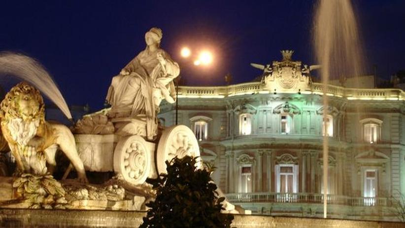 City Guide: Nacht auf dem Plaza de Cibeles in Madrid
