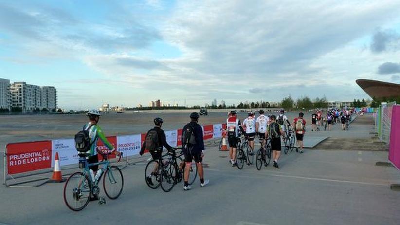 Teilnehmer auf dem Weg zum Start.