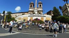 Touristen auf der Spanischen Treppe