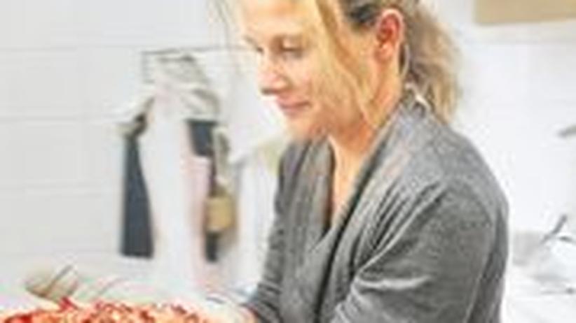 Soziales Netzwerk: In Genf holt Gastgeberin Isabelle die Rhabarbertarte aus dem Ofen