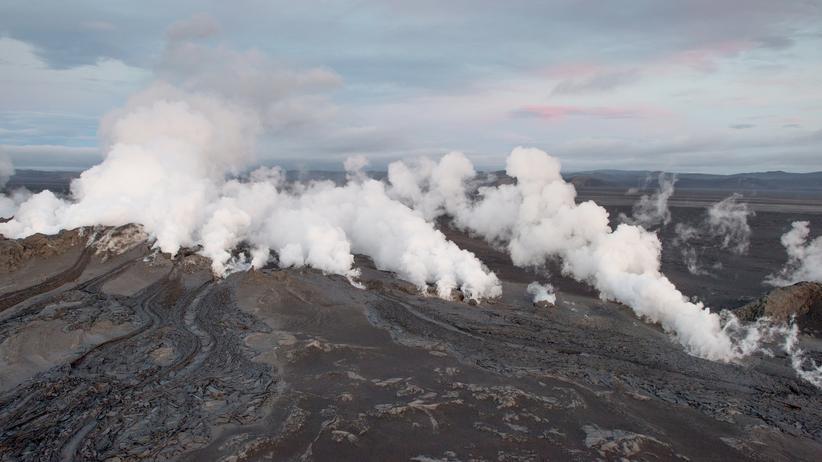 Wolken über dem Vatnajökull-Gletscher an der Spitze des Vulkans Bardarbunga