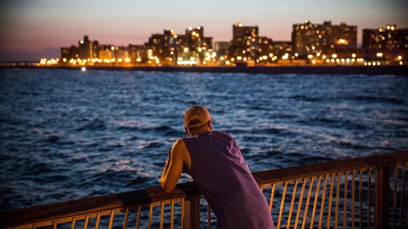 New York am Strand: Lichtermeer, abends