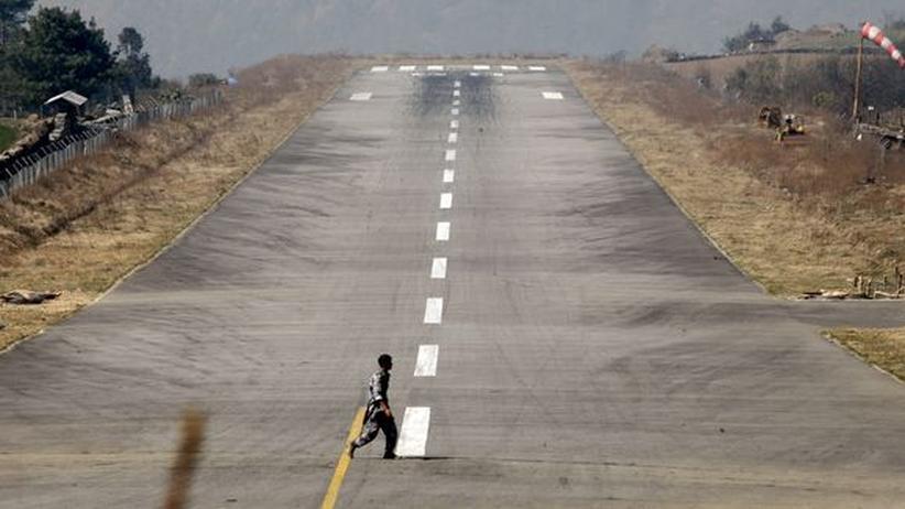 Mount Everest: Der Flughafen Lukla im April 2006
