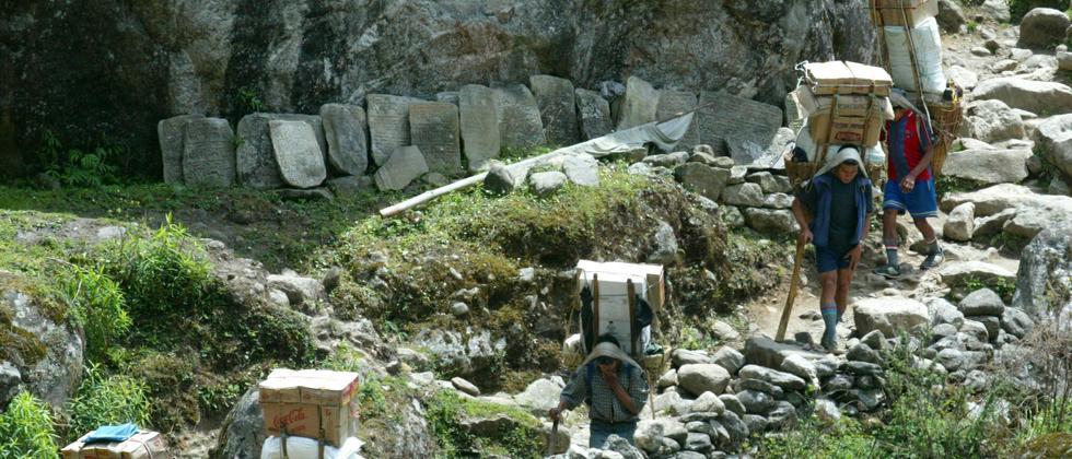 Nepal plant eine Straße in die Everest-Region