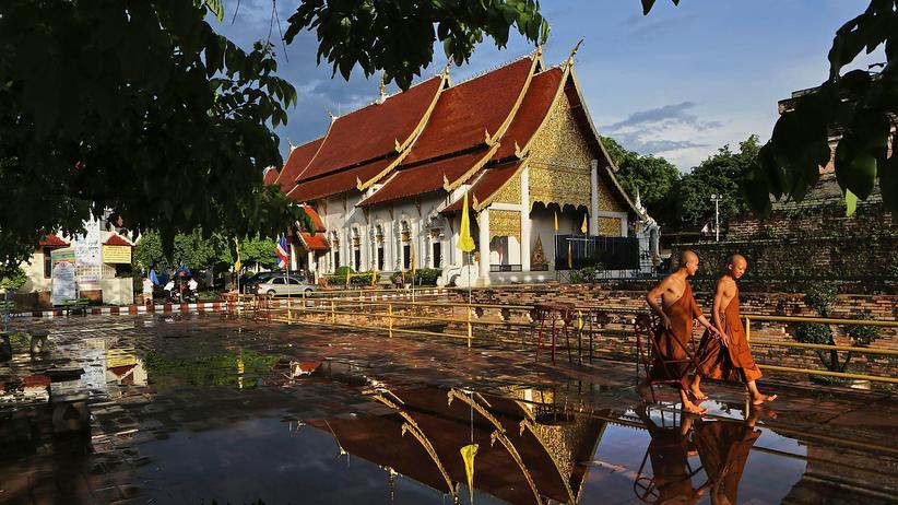 Thailand: Mönche bitten zum Gespräch