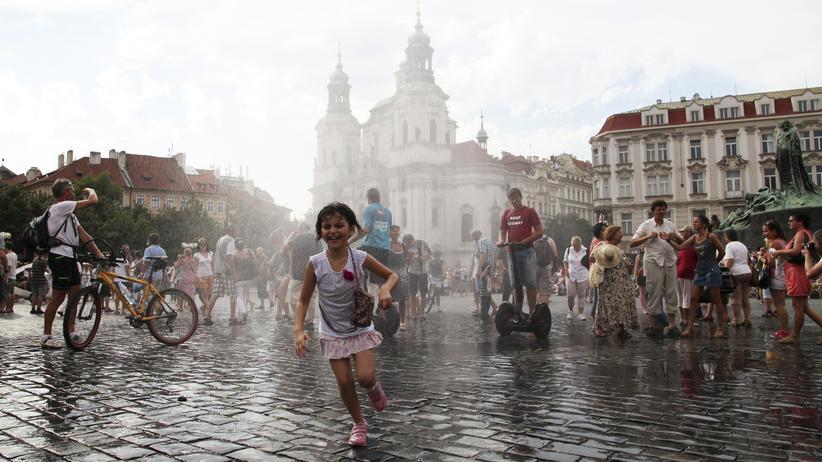Touristen in Tschechien: Touristen in der Altstadt von Prag
