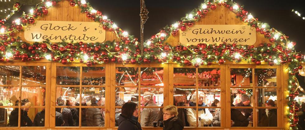Weihnachtsmarkt: Es kommt ein Bus, geladen
