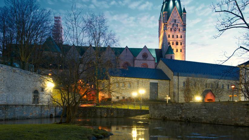Paderborn: Der Dom (Nordseite). In dieser Ecke der Stadt fließt übrigens nicht die Damm-Pader, die Börne-Pader, die Rothoborn-Pader oder die Maspern-Pader, nein, es ist die Dielen-Pader.