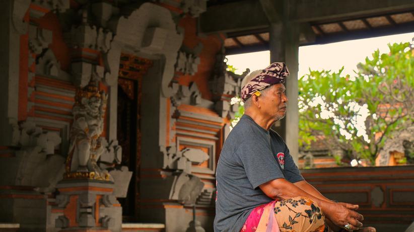 Balinesisches Neujahr: Erst Karneval, dann Meditation