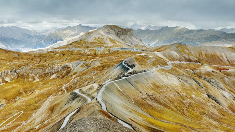 Alpenstraßen: Schlangen in den Alpen