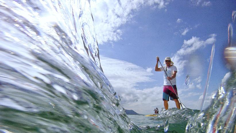 Stand Up Paddling: Auf dem Surfbrett über den Asphalt