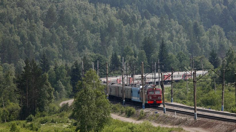Transsibirische Eisenbahn: Schmale Pritsche, warmer Wodka, weites Land