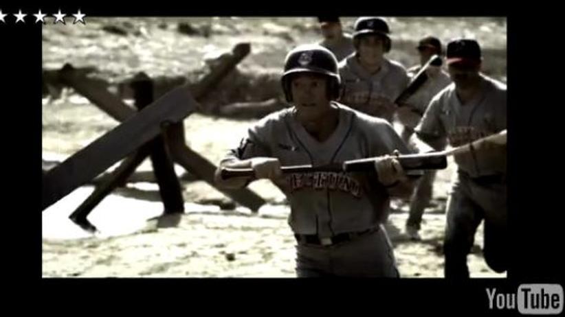 Sport-Werbeclip: Mit Baseball-Schlägern gegen die Faschisten