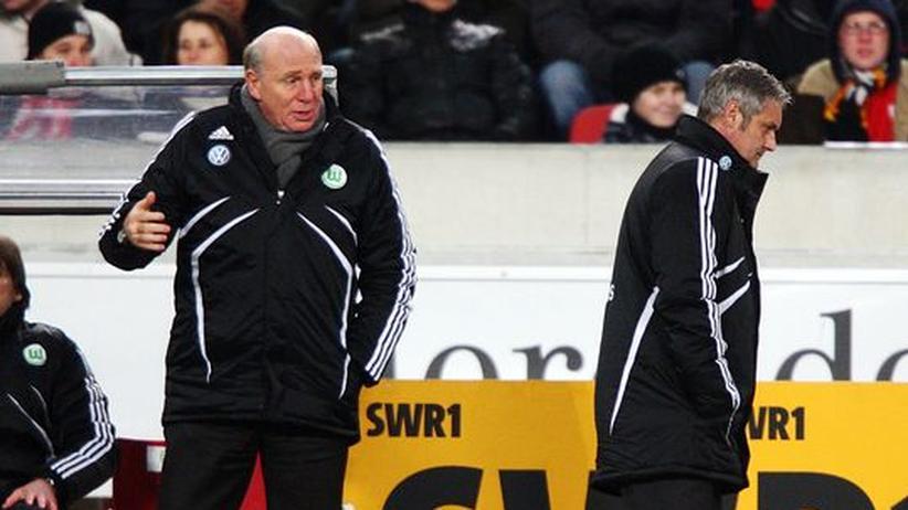 Hoeneß und Veh beim VfL Wolfsburg: Steuern Sie in dieselbe Richtung? Dieter Hoeneß und Armin Veh während der Niederlage in Stuttgart