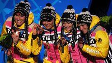 Freuten sich über ihre Bronze-Medaillen: Die deutsche Biathlon-Frauenstaffel um Kati Wilhelm (l.)