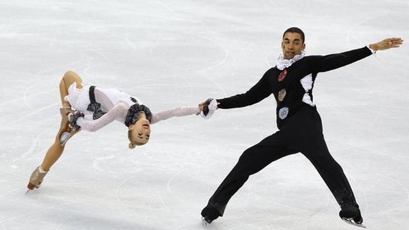 Olympische Winterspiele in Vancouver: Liefen ihre Kür im Clownskostüm: Eiskunstlauf-Duo Savchenko/Szolkowy