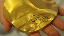 Die Goldmedaille: Riesig, elegant geschwungen, ein kunsthandwerkliches Unikat