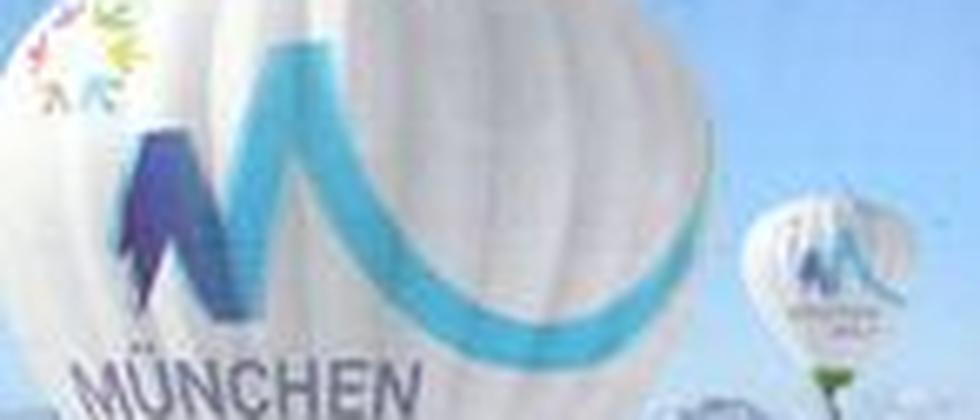 Werbung für die Olympischen Spiele in München: Die Plakate werden schon geklebt