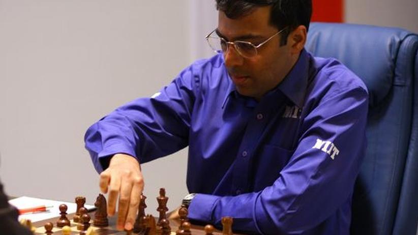 Viswanathan Anand im dritten WM-Spiel gegen Vesselin Topalov