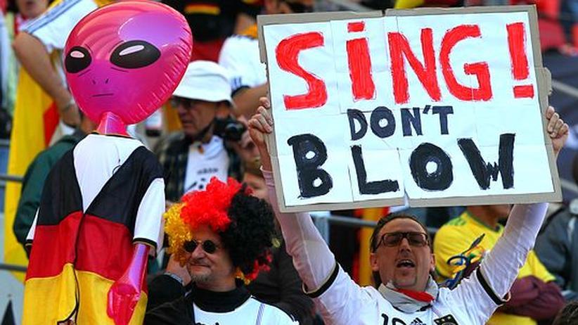 WM-Fancamp: Viele deutsche Fans sind unter abenteuerlichen Bedingungen nach Südafrika gereist