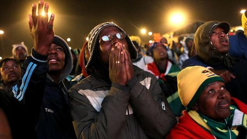 Südafrika - Uruguay: Die südafrikanischen Fans sind entsetzt: Ihr Team hat verloren