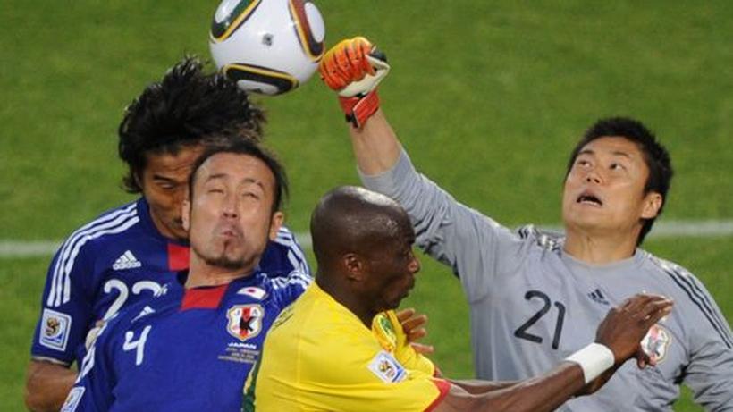 Wm 2010 Japan Gewinnt Gegen Planlose Kameruner Zeit Online