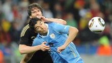 Arne Friedrich und Luis Suarez