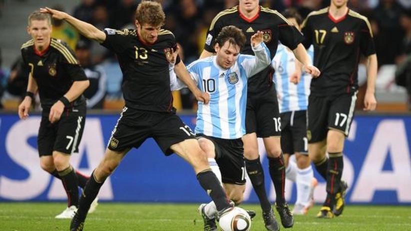 """Internationale Pressestimmen: """"Die Messi ist gelesen"""""""