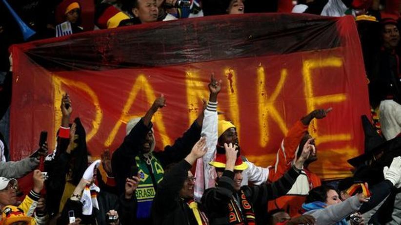 Die Begeisterung der südafrikanischen Fans über den deutschen Fußball hält nach