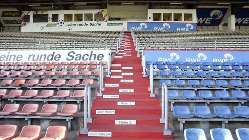 Fußball: Das Georg-Melches-Stadion in Essen war mal eine große, gut besuchte Arena. Mittlerweile ist es zum Teil nur noch Brachland. Perspektiven für die Zukunft gibt es keine