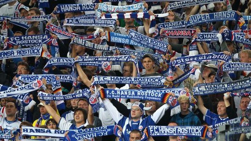 Hansa Rostock: Fans drängen NPD-Politiker aus dem Stadion
