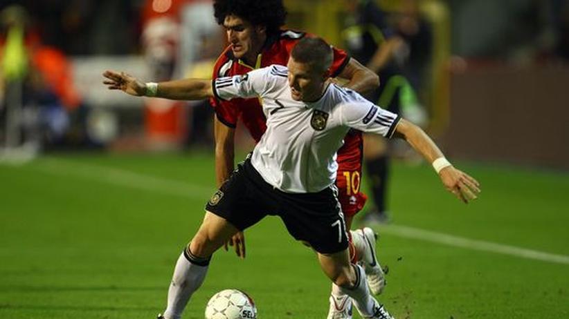 Einzelkritik DFB-Elf: Bastian Schweinsteiger gegen den Belgier Maroune Fellaini