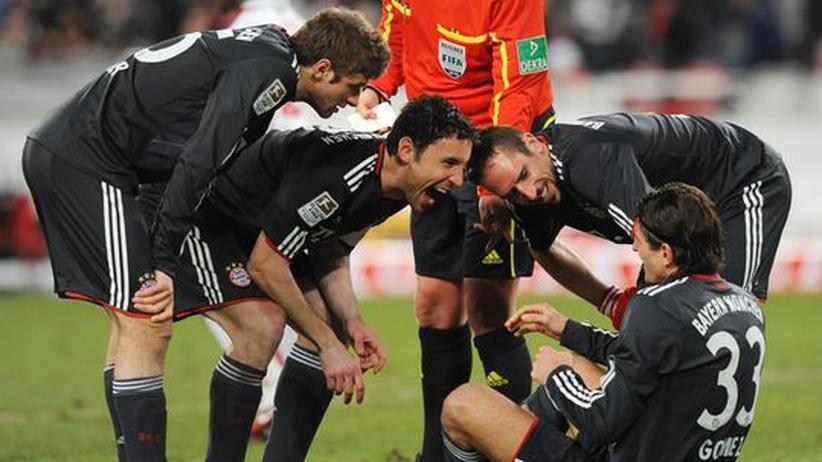 Fussball: Wie hat der Gomez denn den wieder reingekriegt? Da muss Zufall im Spiel gewesen sein.