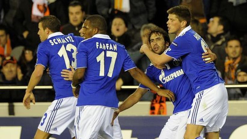 Champions League: Raúl lässt Schalke hoffen
